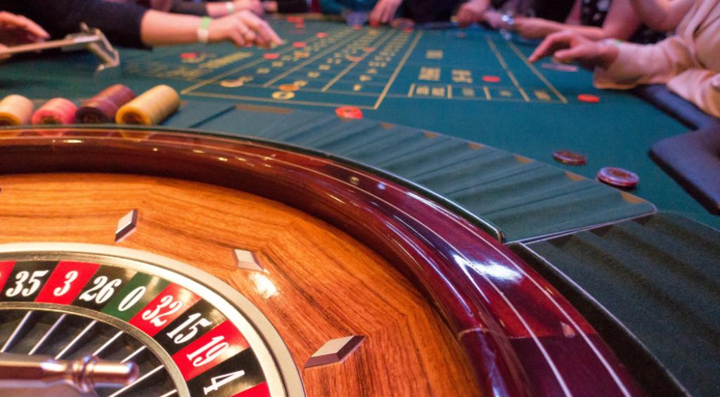 投稿画像 どのようにして最初のギャンブル住宅とそのゲームが始まったのか カジノゲームとギャンブルハウスの起源 1024x565 - はじめの一歩 - 最初のギャンブルハウスとそのゲーム